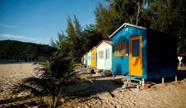 Khu cắm trại nhiều màu sắc ở biển Đại Lãnh