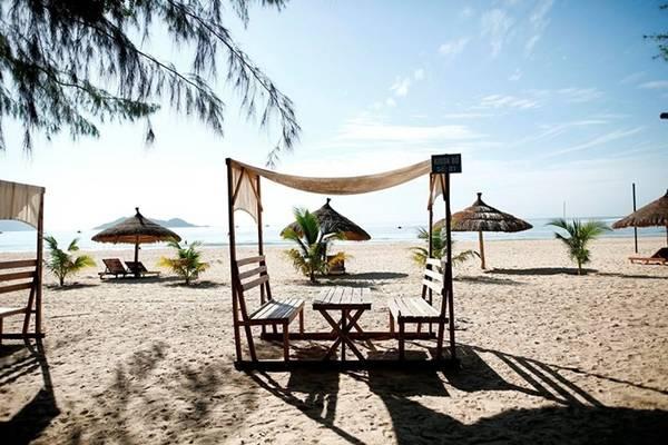Từ Đại Lãnh du khách có thể đi thuyền máy tham quan những làng chài ở Khải Lương, Đầm Môn thuộc vịnh Vân Phong ở phía nam, tham quan các hòn đảo đẹp, kỳ thú ở phía đông hay cảng Vũng Rô ở phía bắc.