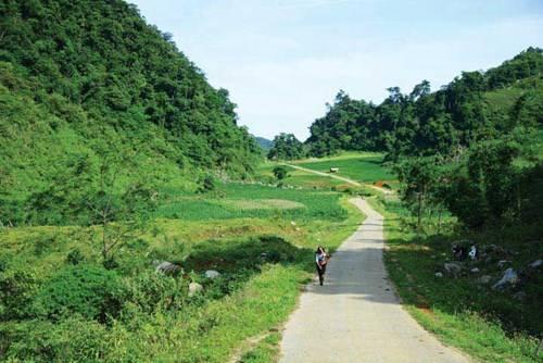 Con đường từ bản Son, Bá, Mười sang đất Tân Lạc, Hòa Bình