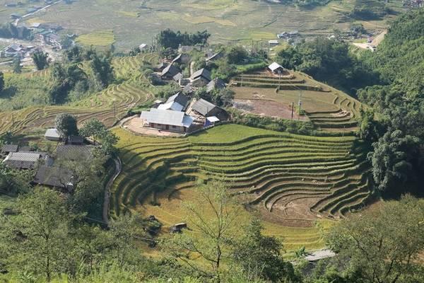 Cung đường marathon năm nay đi qua bản Hồ, theo dọc dòng suối chảy qua xã Nậm Cang, sau đó trèo lên làng Mỹ Sơn của người Xa Phó.