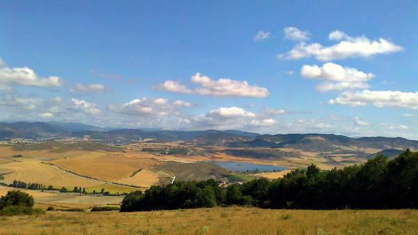 Azpilicuetagaraycosaroyarenberecolarrea (39 chữ cái) nằm ở Azpilkueta, Navarra, Tây Ban Nha. Vùng đất xinh đẹp này có những ngọn đồi thoai thoải, thung lũng bình yên với những ngôi nhà nhỏ nhắn, bình dị. Ảnh: Turismo en Navarra.