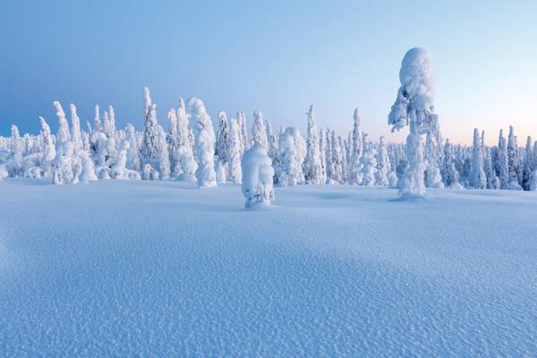 Äteritsiputeritsipuolilautatsijänkä (35 chữ cái) ở Savukoski (Lapland, Phần Lan) không chỉ nổi tiếng nhờ tên gọi dài, mà còn có khung cảnh thiên nhiên ấn tượng, nhất là vào mùa đông tuyết phủ. Ảnh: The Culture Trip.