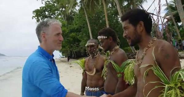 Gordon cho biết, anh đã thuyết phục các ngư dân đi cùng mình trở về làng và nói với những người đứng đầu về việc ngừng đánh bắt cá mập. Và may mắn thay, hành động này đã được các già làng chấp thuận.