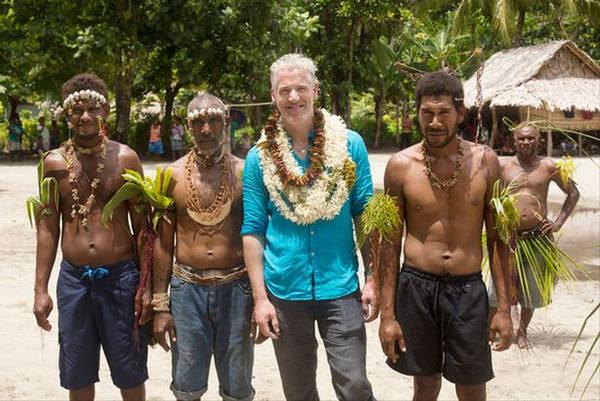 Nhà làm phim Gordon Bucanan của BBC đã dành thời gian để tìm hiểu đời sống của người dân nơi đây. Anh tham gia đánh cá cùng hai ngư dân để mang tới cho độc giả cái nhìn chân thực hơn về sự nguy hiểm mà hàng ngày họ phải đối mặt.