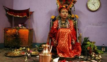 thanh-song-tai-nepal-nhung-dua-tre-chan-khong-cham-dat-ivivu-11