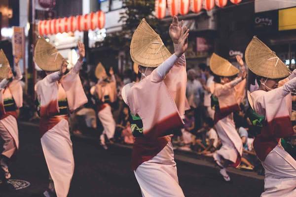 Khi tới thăm Nhật Bản lần đầu vào tháng 4/2016, nhiếp ảnh gia người Brazil Gerald Figueras hoàn toàn bị chinh phục bởi con người và văn hóa nơi đây. Anh quyết tâm quay lại sớm nhất có thể.