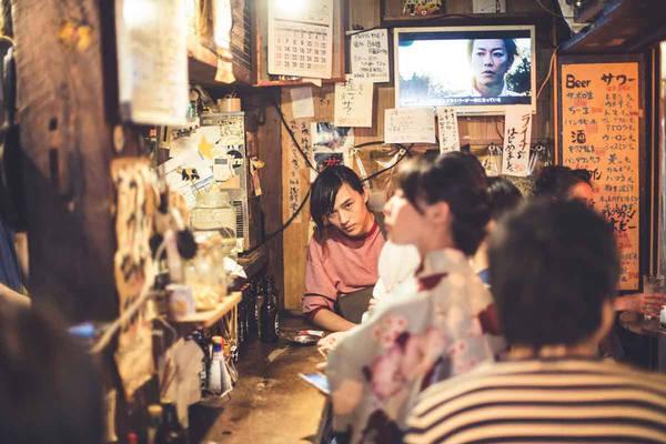Theo Figueras, sự tôn trọng người khác và ý thức cộng đồng là giá trị cốt lõi trong xã hội Nhật Bản. Sự cân bằng giữa con người, môi trường, các hoạt động và đối tượng tạo cảm hứng cho nhiều bức ảnh của anh.