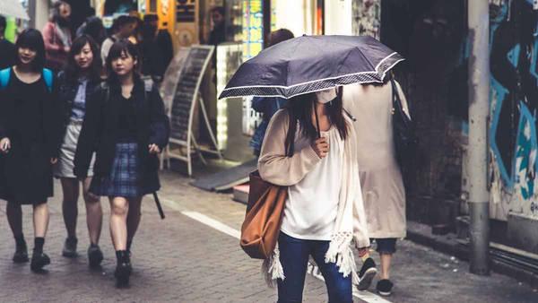 """Dự án """"Photo My Tokyo"""" cố gắng bắt lại khía cạnh chân thực nhất của Tokyo, thay vì những bức ảnh truyền thống chụp du khách đang tạo dáng trước các địa danh nổi tiếng. Figueras hy vọng mang đến cho du khách một lát cắt nhỏ về cuộc sống tuyệt diệu hàng ngày mà họ trải nghiệm trong chuyến đi."""