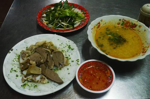 Nếu như bỏ qua món này thì dường như bạn chưa từng biết đến hương vị ẩm thực xứ biển Quy Nhơn. Ảnh: Phong Vinh.