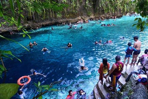 Đầu tháng 3, chính quyền Philippines cho mở cửa trở lại điểm du lịch nổi tiếng này. Trước đó, sông Hinatuan bị đóng cửa tạm thời nhằm bảo vệ sông thiêng. Tuy nhiên, trong lần mở cửa gần nhất này, chính quyền đã nêu cảnh báo về việc du khách không được phép bơi lội trên sông. Mọi người tới đây chỉ được phép ngắm sông và chụp ảnh.