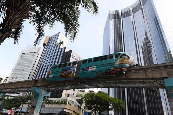 Không chỉ thuận tiện đi lại trong thành phố, Metro KL còn kết nối với sân bay quốc tế, đưa khách du lịch sang các bang lân cận và thậm chí còn có tuyến chạy thẳng tới Singapore