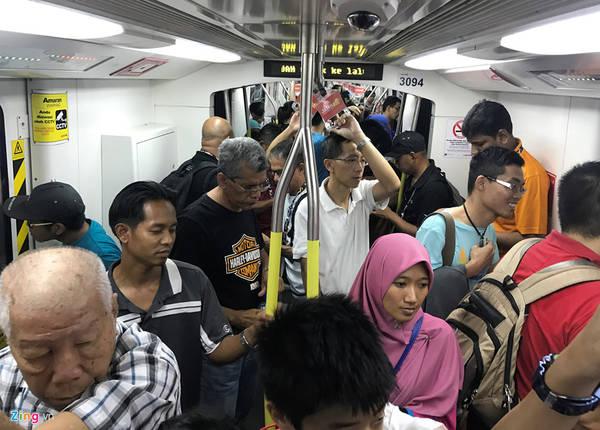 Với hơn 7 triệu dân thủ đô cùng hàng triệu lượt du khách mỗi năm, Metro KL đáp ứng được nhu cầu của khoảng 1,6 triệu hành khách. Ước tính khoảng 35 triệu lượt khách sử dụng mỗi năm.