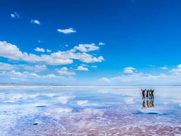 """Lần đầu tiên nhìn thấy """"Chiếc gương của bầu trời"""", tên mà người Trung Quốc gọi hồ muối Trà Ca, tỉnh Thanh Hải, tôi đã biết rằng đây là nơi nhất định tôi sẽ đến. Ảnh: Tibet Visa."""