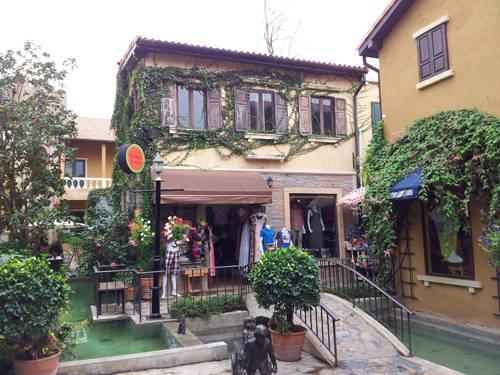 Khao Yai Palio - nơi có những quán hàng xinh xắn bày bán đồ lưu niệm.