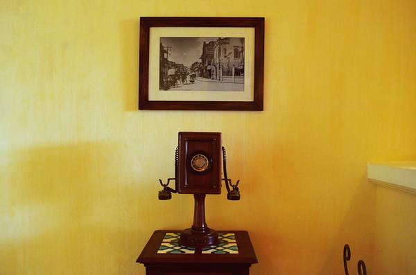 Các vật dụng trưng bày trong biệt thự gợi nhớ về cuộc sống xa hoa của giới thượng lưu Pháp vào đầu thế kỷ 20 tại Đông Dương.
