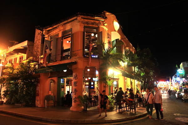 Một quán bar trên phố Jonker Street - Ảnh: Thủy Trần