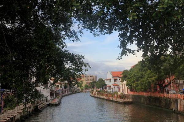 Sông Malacca chia thành phố làm hai nửa đông - tây - Ảnh: Thủy Trần