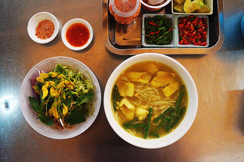Tô bún num bò chóc hấp dẫn nhiều thực khách Sài Gòn. Ảnh: Phong Vinh.