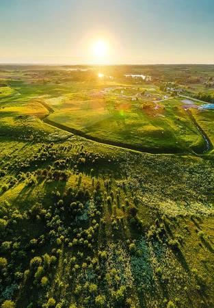 Litva thưa dân cư, mật độ khoảng 55 người/km nên màu xanh thiên nhiên bao phủ khắp nơi.