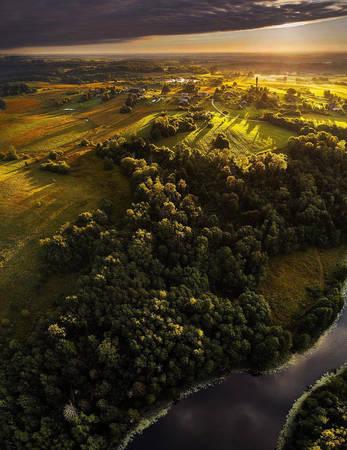 Sau Hiệp ước Lublin năm 1569 cùng sự ra đời của Liên bang Ba Lan – Litva (Cộng hòa thứ nhất của Ba Lan, Cộng hòa Liên bang của hai Quốc gia), Litva chịu sự ảnh hưởng của văn hóa Ba Lan trên mọi mặt đời sống. Ngôn ngữ và nhiều truyền thống dân tộc Litva dần mai một.