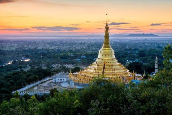 Aung Sakkya: Nằm ở Monywa, chùa Aung Sakkya cao khoảng 120 m, xung quanh là hơn 1.000 đền chùa nhỏ đặt tượng Phật. Monywa còn có Maha Bodhi Tahtaung, nơi đặt tượng Phật đứng và tượng Phật nằm khổng lồ. Ảnh: Nationalgeographic.