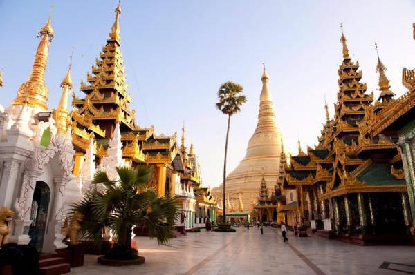 Shwedagon: Chùa Shwedagon của Yangon có tổng diện tích khoảng gần 50.000 m2 và là một trong những địa điểm Phật giáo thiêng liêng nhất của Myanmar. Hàng tấn lá vàng cùng hàng nghìn viên kim cương, đá quý đã được chôn tại đây. Các nhà khảo cổ tin rằng tháp ban đầu được xây dựng giữa thế kỷ thứ VI và X, tuy nhiên có thể đã được xây dựng lại nhiều lần vì động đất. Ảnh: Nationalgeographic.