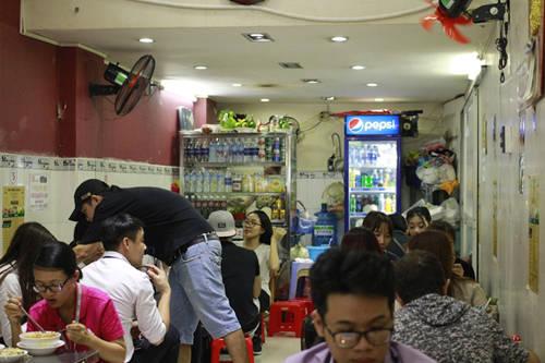 Địa chỉ: Góc ngã tư Phan Bội Châu - Lê Lợi, đối diện cửa đông chợ Bến Thành, quận 1, TP HCM.