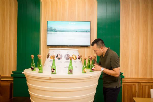 Nhà vô địch Olympic Hoàng Xuân Vinh trải nghiệm 14 hương vị bia trên thế giới.
