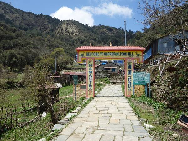 Cổng vào làng Ghorepani