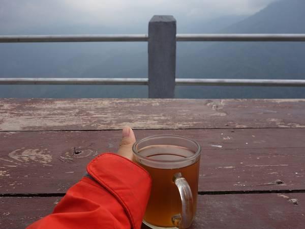 Lên đỉnh ngồi uống cốc trà nóng, cảm giác không còn gì thỏa mãn hơn