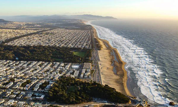 Bãi biển Ocean là địa điểm lý tưởng để dạo bộ, ngắm mặt trời lặn và lắng nghe tiếng sóng vỗ rì rào - Ảnh: NatGeo