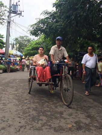 Người Myanmar được miễn phí vé tham quan tất cả thắng cảnh của đất nước. Ảnh: Minh An.