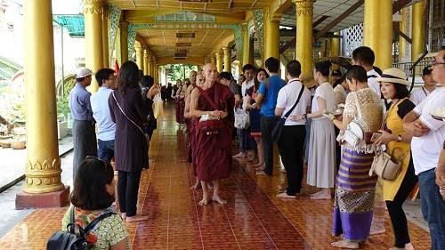 Hiện nay công ty du lịch Hàng không Việt Nam Avitour phối hợp với Vietjet Air có chương trình hành hương Myanmar 4 ngày 3 đêm khởi hành thứ 6 hàng tuần từ Hà Nội/TP HCM, với giá 8,9 triệu đồng. Ảnh: Minh An.