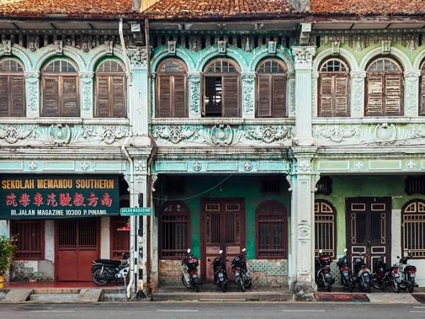 George Town cổ kính với sự giao thoa văn hóa Malaysia và Trung Hoa mang lại cảm giác bình yên cho du khách khi đi dạo giữa những dãy nhà đủ sắc màu.
