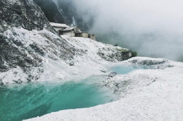 """""""Ngọn đồi tuyết trắng"""" trên đường đến Mai Châu. Ảnh: Instagram."""