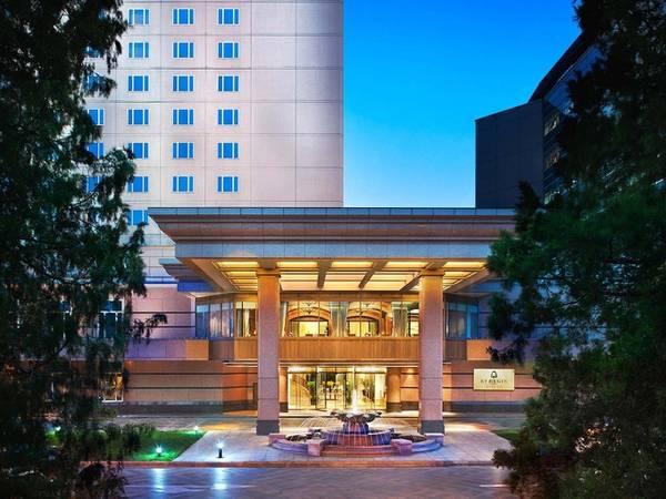 Trong thời gian nghỉ tại Bắc Kinh, vợ chồng Tổng thống Mỹ qua đêm ở khách sạn 5 sao St. Regis, trên đường Jianguomenwai Dajie, nằm ở trung tâm thành phố.
