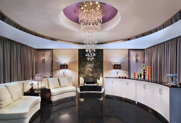 Ngoài khu vui chơi cho gia đình, loung dành cho thương nhân, phòng tập thể dục hay tiệm làm tóc, khách sạn còn có khu spa rộng tới 1.500 m2.