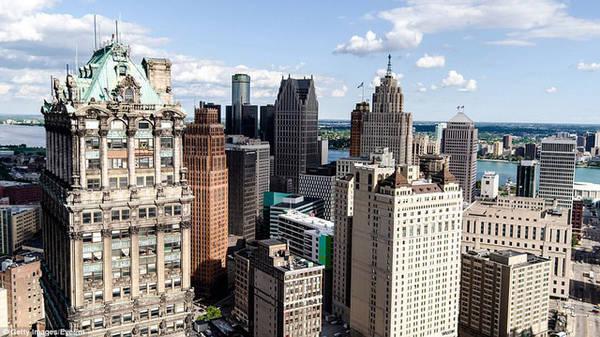 Detroit thường liên quan đến tỉ lệ tội phạm cao, nhưng trong thời gian gần đây, thành phố này đang từng bước đổi mới