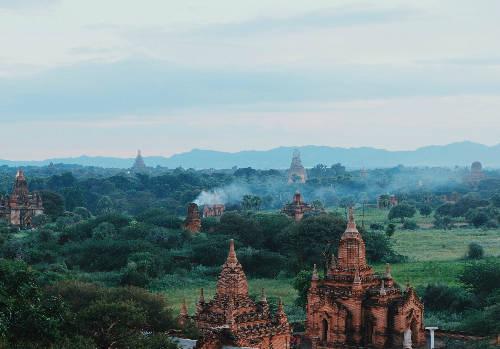 Khung cảnh Bagan nhìn từ đền Shwesantaw.