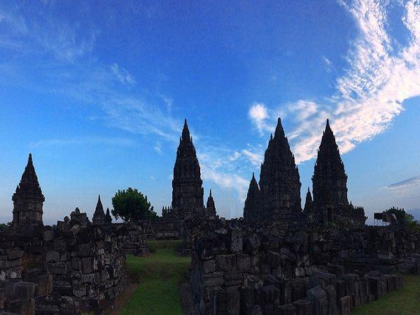 Ngôi đền nằm trong một khuôn viên rộng hơn 150.000 m2 và được phủ xanh bởi nhiều cây cối. Hơn 1000 năm qua, kiến trúc chính của quần thể vẫn còn được giữ nguyên vẹn.