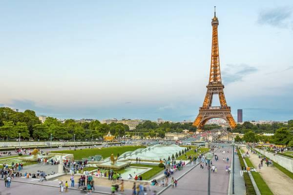 Tháp Eiffel, Paris, Pháp. Ảnh: Nat Geo