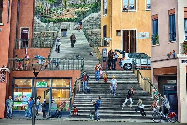 """May mắn cho họ, thị trưởng mới của thành phố khi đó là Michel Noir cũng chung suy nghĩ. Thị trưởng Noir quyết định làm """"bừng sáng"""" thành phố bằng cách phát động nhiều chương trình vệ sinh và trẻ hóa các quảng trường, tòa nhà cổ ở Lyon. Ông đã liên hệ với các nghệ sĩ tranh tường."""