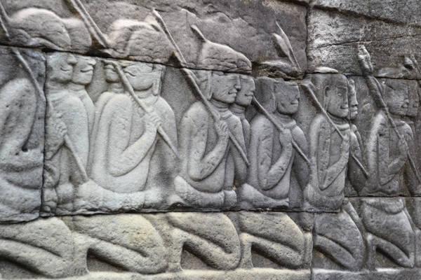 """Tuy nhiên, Banteay Chhmar, địa điểm cách Angkor Wat vài giờ và chỉ có 1.500 du khách mỗi năm, vẫn mang lại trải nghiệm tuyệt vời về tâm linh. """"Việc khám phá ngôi đền giống như quay ngược về thời đại khác và trải nghiệm sự tương tác độc đáo, tựa như cuộc chiến giữa văn hóa và thiên nhiên"""", Warrack cho biết. Ảnh: Visit Banteay Chhmar."""