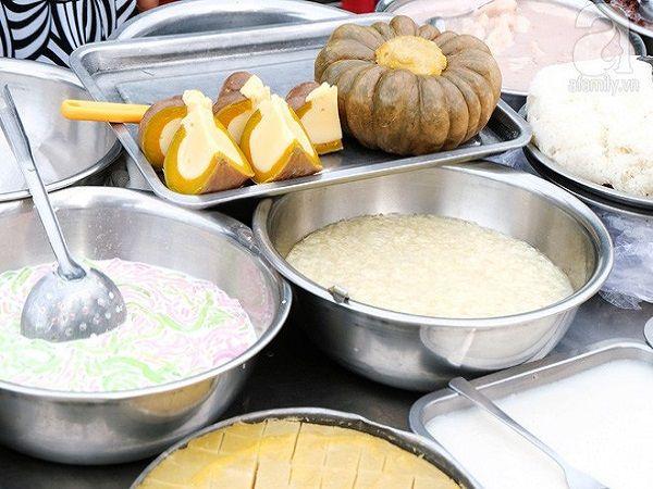 Nói đến ẩm thực Campuchia mà không nhắc đến các món chè thì rất thiếu sót. Các món chè ở đây rất đa dạng với các loại chè giun, chè đỗ, chè chuối... và đặc biệt là chè bí hấp trứng rất mời gọi.