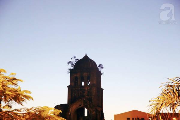 Đâu đó là bóng nhà thờ Tam Tòa của chuyện xưa năm cũ.