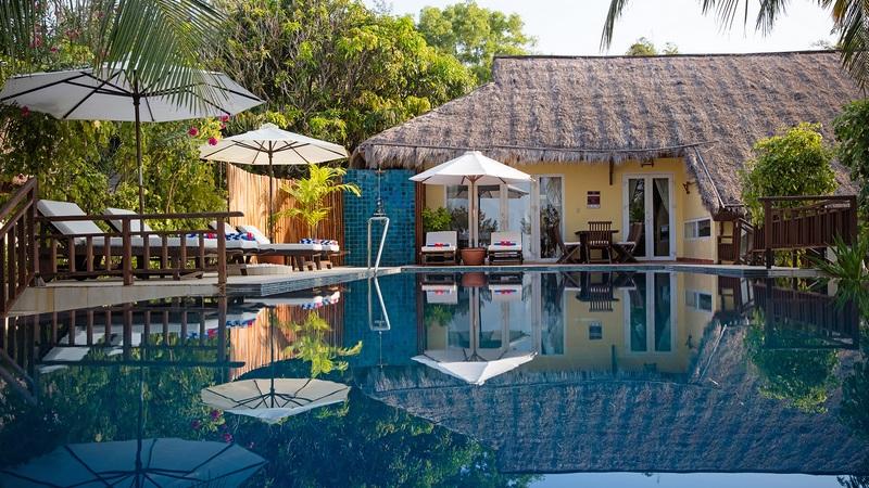 Victoria Phan Thiết Beach Resort & Spa được xây dựng theo phong cách đậm nét truyền thống với những ngôi nhà gỗ mái tranh mộc mạc.