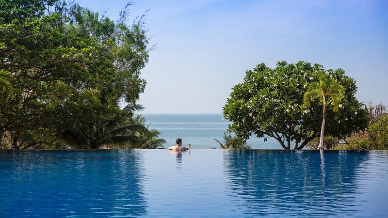 Tùy góc chụp bạn sẽ có cảm giác như hồ bơi của Victoria Phan Thiết Beach Resort & Spa rất giống với hồ bơi vô cực. Ảnh: js_srchoi