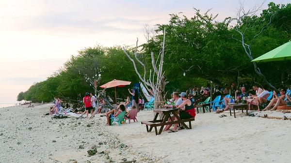 Hoàng hôn trên các bãi biển nằm ở làng Cemagi (Mengwi, Badung) cũng được đông đảo du khách lựa chọn để tận hưởng những khoảnh khắc cuối ngày.