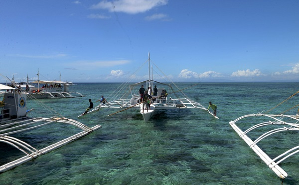Bay đến Philippines tận hưởng biển xanh cát trắng ở Cebu