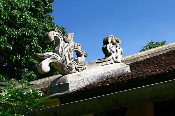 Nhà vườn An Hiên được thiết trí mẫu mực theo kiến trúc nhà vườn xứ Huế, chịu ảnh hưởng bởi thuật phong thủy. Kiến trúc và thiên nhiên hòa quyện vào nhau. Quần thể công trình rộng tới gần 5.000 m2 quay hướng chính về phía sông Hương. Chủ thể là một ngôi nhà rường nằm ở trung tâm khu vườn, rộng 135 m2.